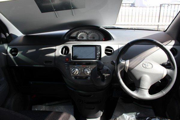旧型シエンタ(ダイス)の運転席